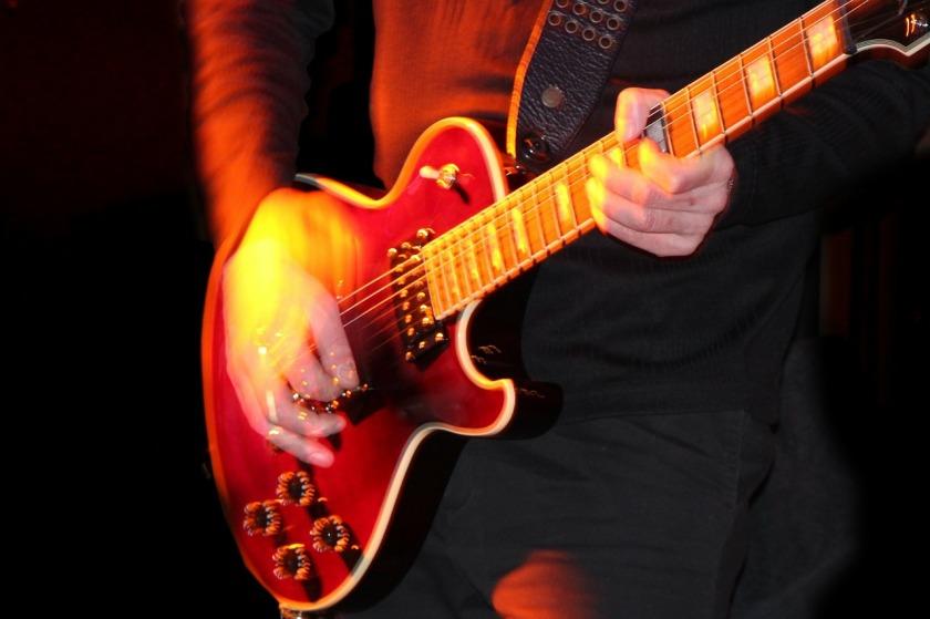 lead-guitarist-215002_1280
